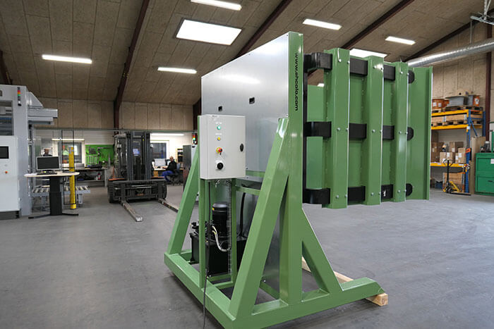 Pallet load press side